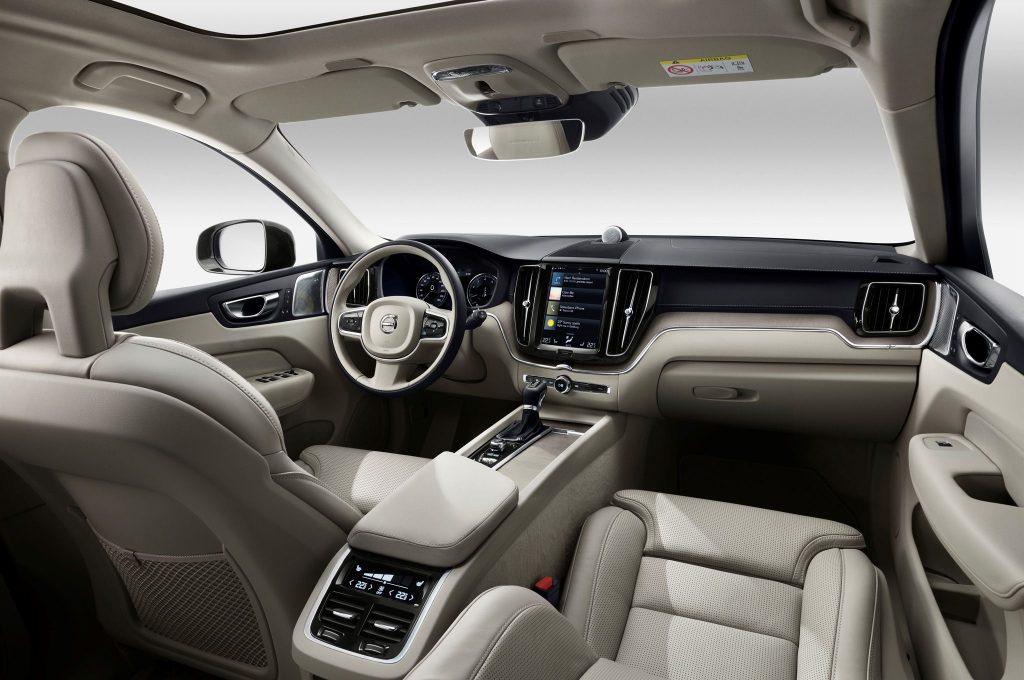 2018 volvo xc60 inscription interior cockpit 1024x680 - Кроссовер Volvo XC60 новой генерации: комплектации и цены