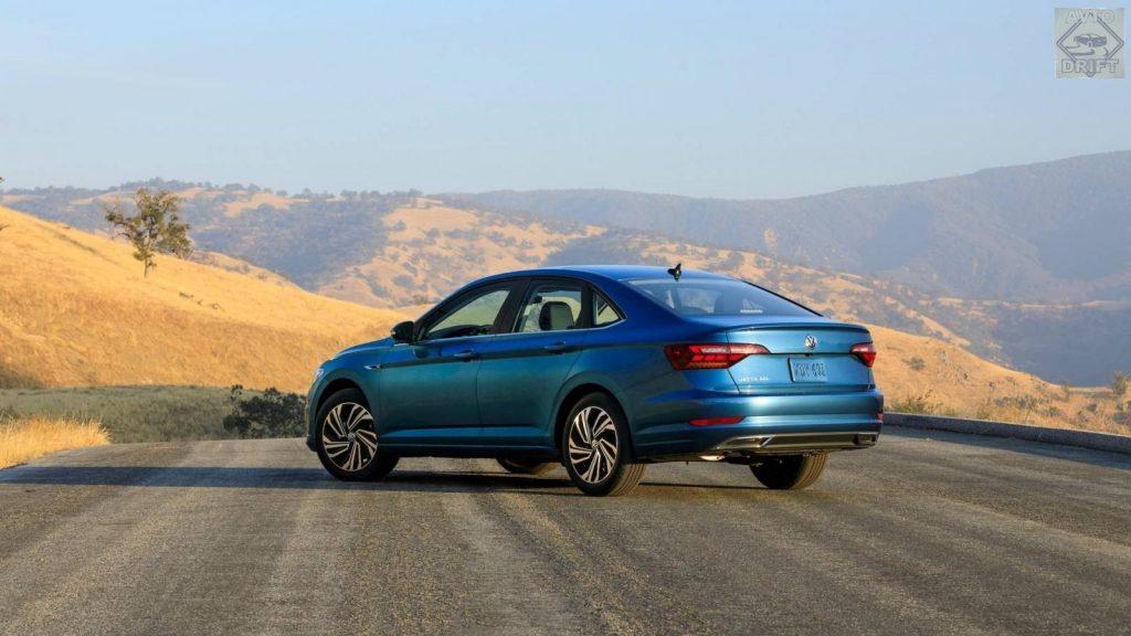 2019volksw 3056620 29004751 1024x576 - Компания Volkswagen наконец-то официально представила новый седан Jetta на открывшейся автовыставке в Детройте