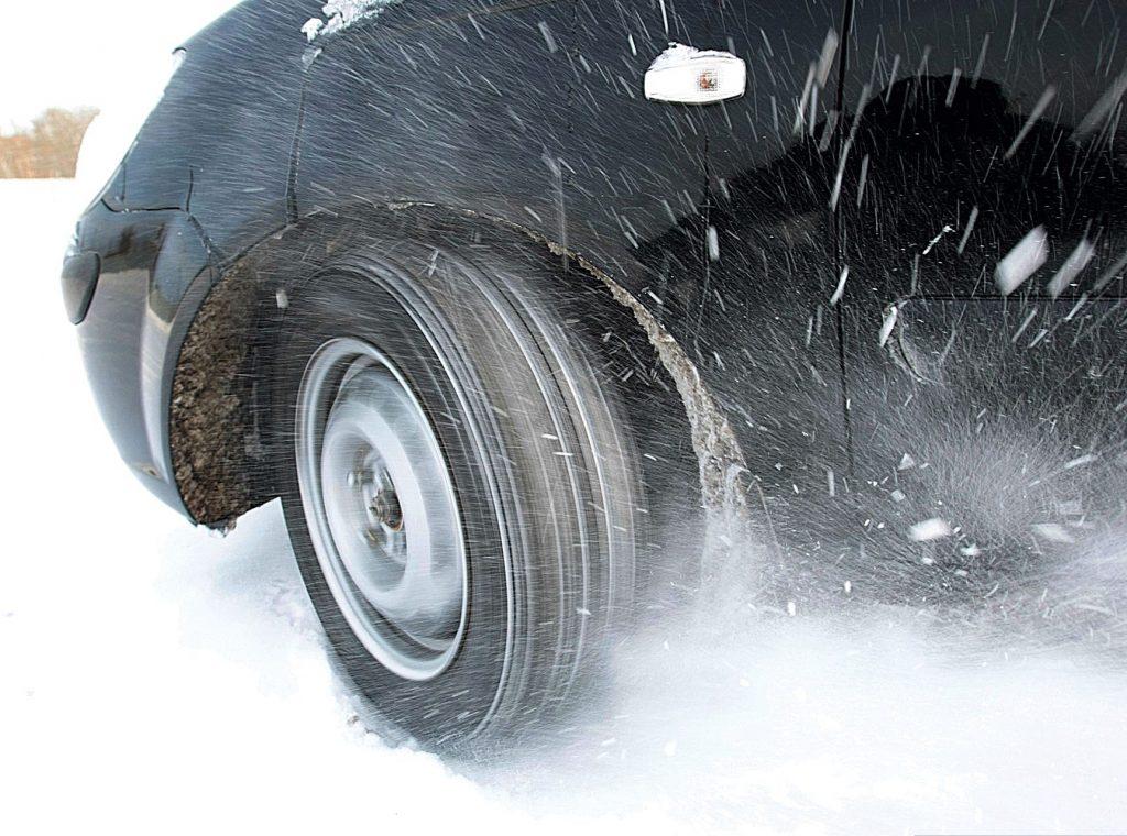 Letnyayare 7051874 28511390 1024x760 - Поправки в ПДД: запрет на использование летней резины зимой и штраф за отсутствия знака «Ш»