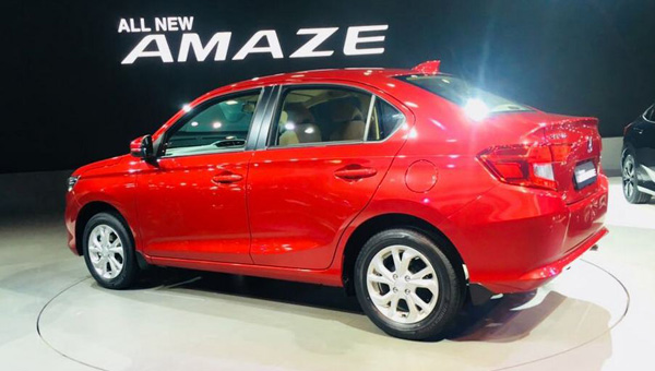 070218 91 - В Индии на автосалоне Auto Expo 2018 представили обновлённый бюджетный седан Honda Amaze