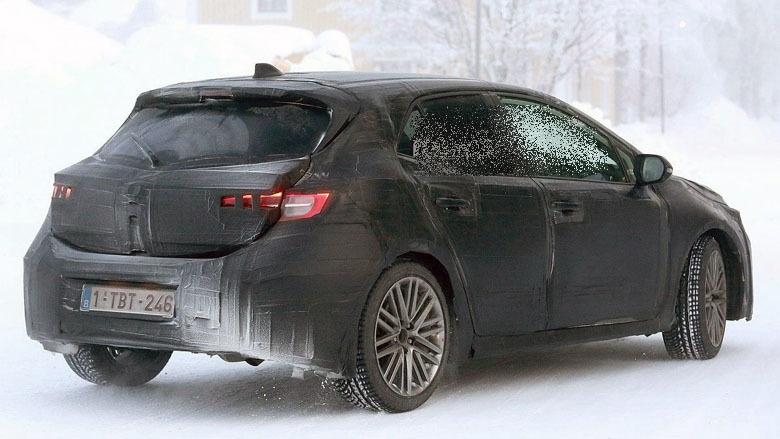 2 - Официальный тизер нового Toyota Auris перед мартовской премьерой