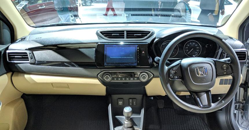 honda amaze4 - В Индии на автосалоне Auto Expo 2018 представили обновлённый бюджетный седан Honda Amaze