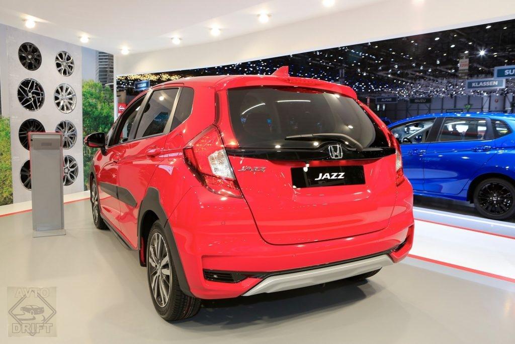 honda jazz x road 04 1024x683 - Honda представила в Женеве кросс-версию хэтчбека Jazz