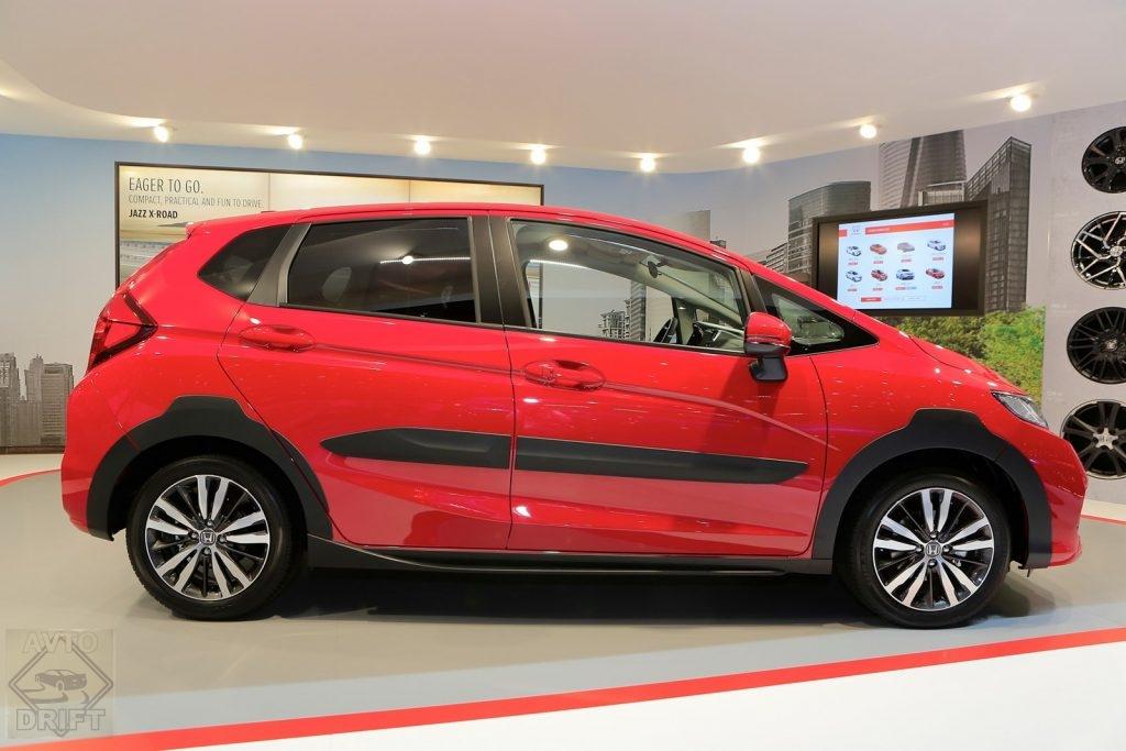 honda jazz x road 07 1024x683 - Honda представила в Женеве кросс-версию хэтчбека Jazz
