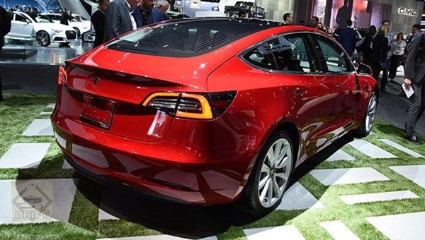 100418 33 - Tesla назвала время выхода Model 3 с полным приводом