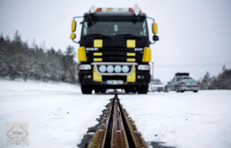 1603 - В Швеции представлена дорога для подзарядки батареи электромобиля