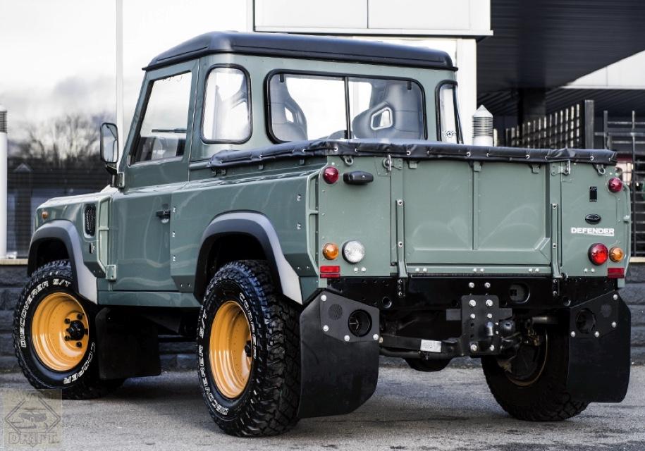 35239c42eea58790f438a5170a1d0ea0a5700950 - Land Rover Defender получит кузов пикап
