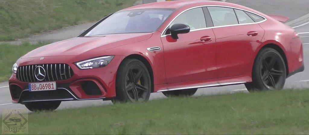 ac8a35c8dbdda3d01c096285c477241f 1024x449 - На улицах Германии запечатлели на камеру новый Mercedes-AMG GT 4-Door Coupe
