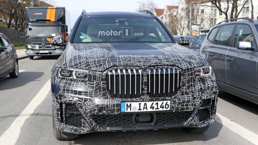bmw x7 spy photo1 2 1024x576 - Всё тайное становится явным: опубликованы фотографии интерьера BMW X7 2019