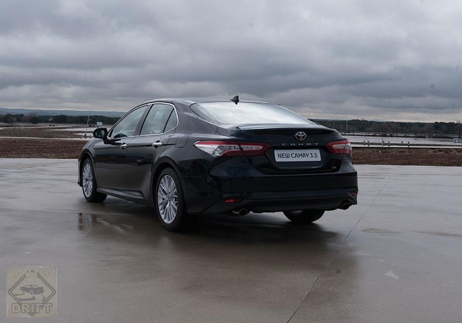 cf11976543de8f9ce38d284f836d35be2e477737 - Toyota выставила ценники на новую Camry для россиян