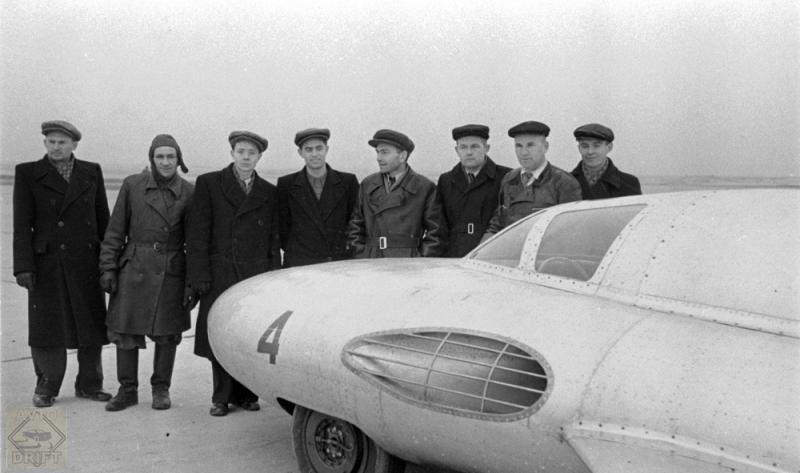 komanda sozdateley eksperimentalnogo avtomobilya gaz tr1 0 - Немного истории: ГАЗ-СГ3(ТР) - первый в мире автомобиль с турбореактивным двигателем