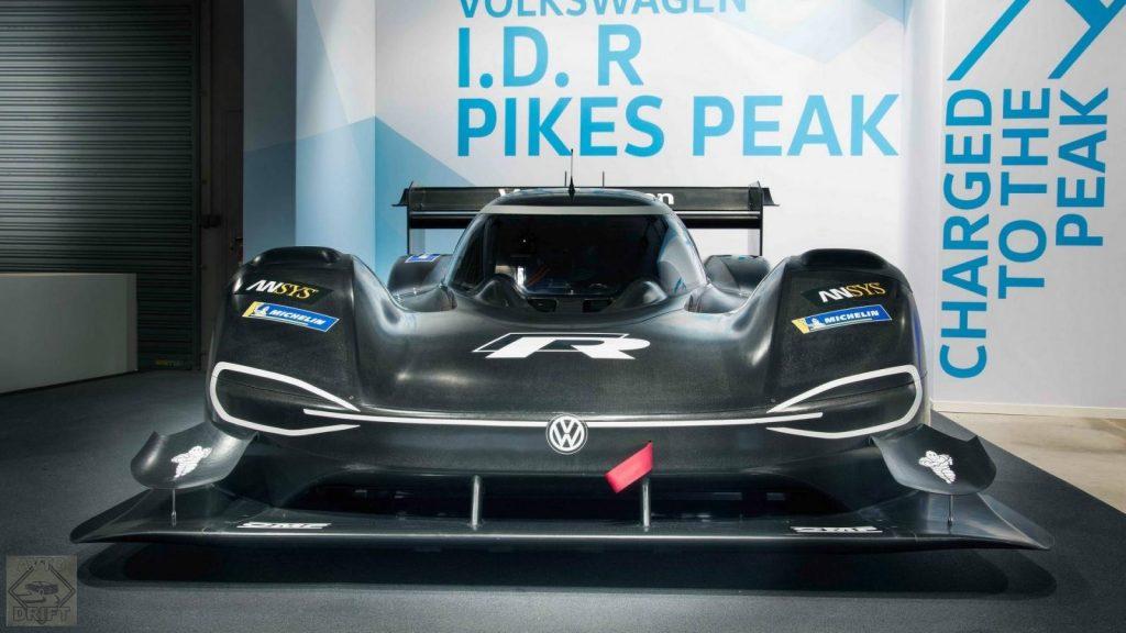 vw id r pikes peak 1 1024x576 - Volkswagen представил гоночный электрокар I.D. R Pikes Peak