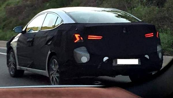 100518 81 - Hyundai Elantra нового поколения впервые засветился во время дорожных испытаниях