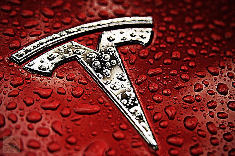 122227653Tesla Motors emblem 5 001 - Компании  Илона Маска грозит фиаско