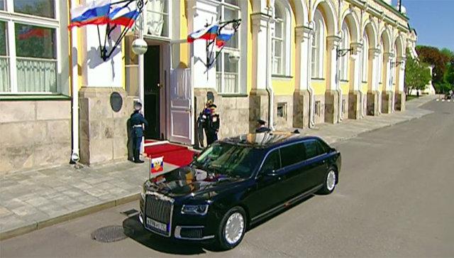 1520023987 - Состоялся дебют президентского лимузина «Кортеж» во время инаугурации В.В.Путина