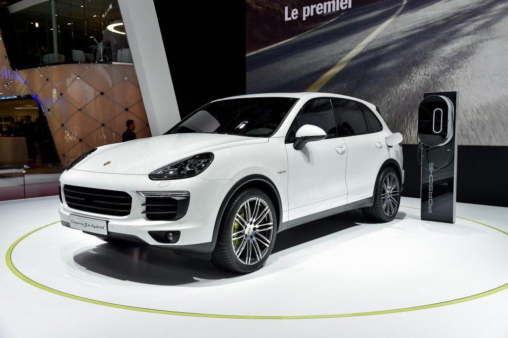 1525235962 1 1024x682 - Новый гибридный кроссовер Porsche Cayenne E-Hybrid офиально представили