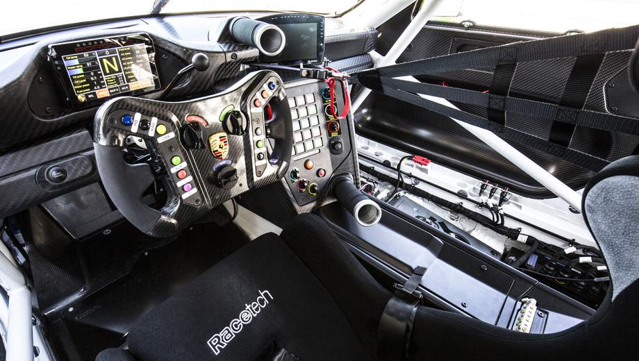 5af5a22fec05c40a46000042 - Обновлённый гоночный Porsche 911 GT3 R стал длиннее, мощнее и комфортней