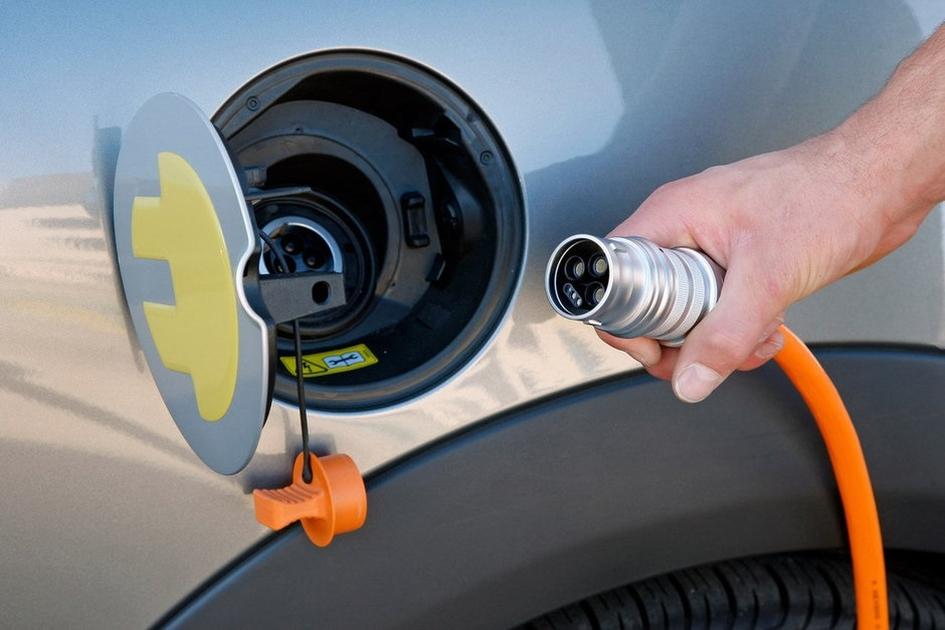 75018 - Владельцев электромобилей хотят освободить от транспортного налога в России
