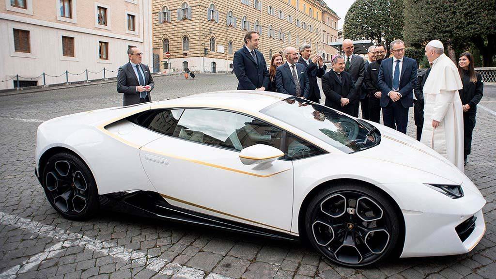 lamborghini huracan papu rimskogo 1 1024x576 - Спорт-кар Lamborghini, принадлежавший папеРимскому Франциску, продали на аукционе в Монако
