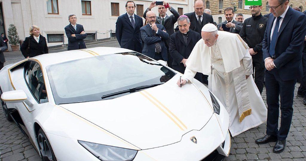 papa sait sno 1024x539 - Спорт-кар Lamborghini, принадлежавший папеРимскому Франциску, продали на аукционе в Монако