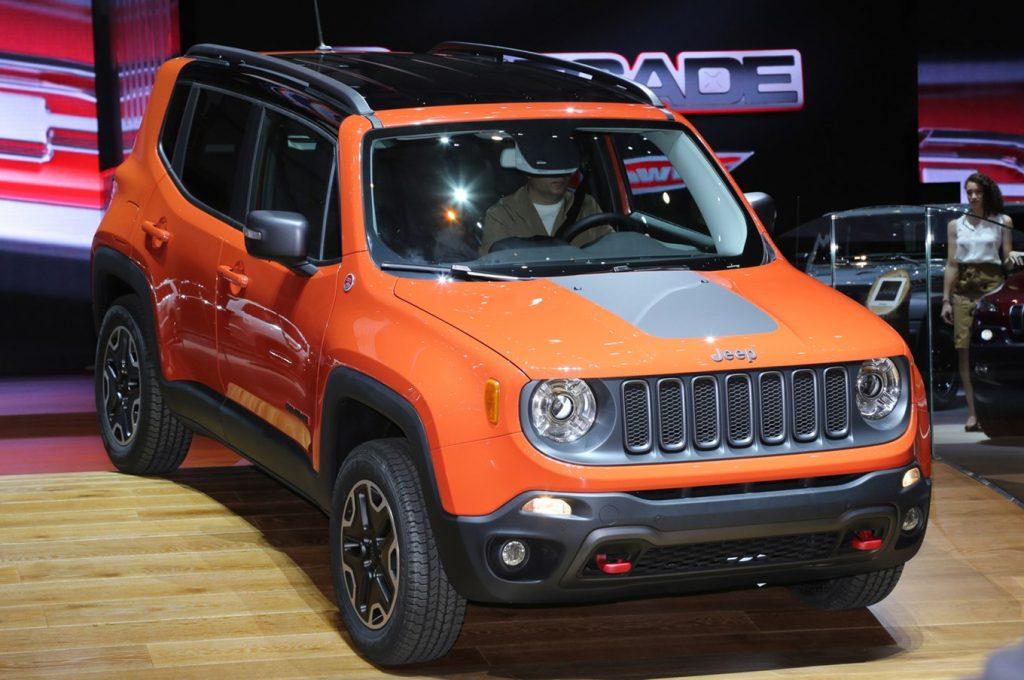 2015 Jeep Renegade Trailhawk show floor on stage 1024x680 - Компания Jeep планирует выпустить ультракомпактный кроссовер к 2022 году