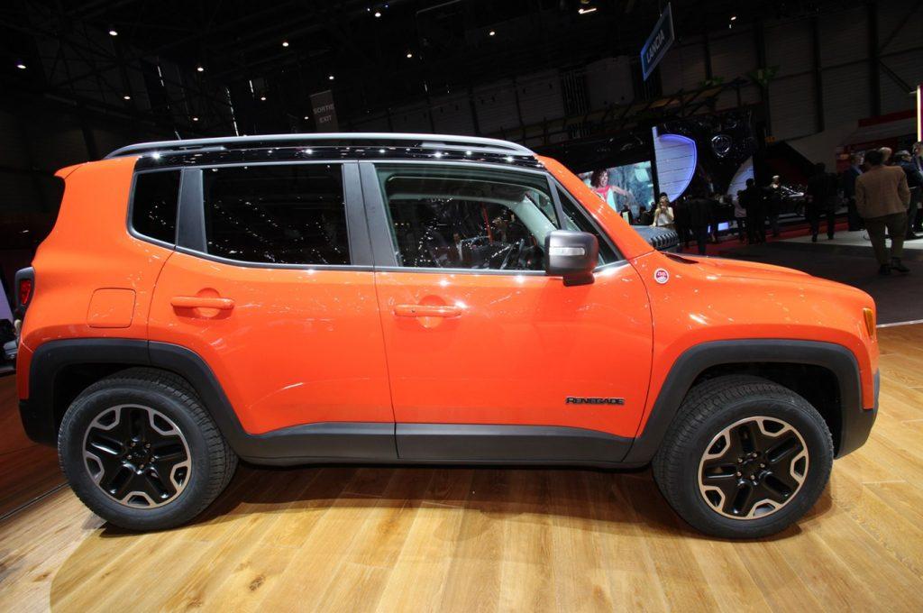 2015 Jeep Renegade Trailhawk show floor side view 1024x680 - Компания Jeep планирует выпустить ультракомпактный кроссовер к 2022 году