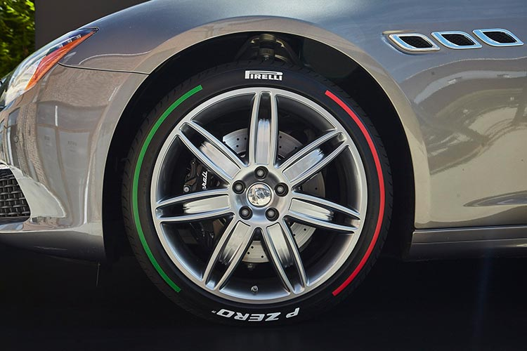 pirelli pzero tricolor edition 290717 nm4 - Pirelli анонсировала поставки цветных покрышек в Россию
