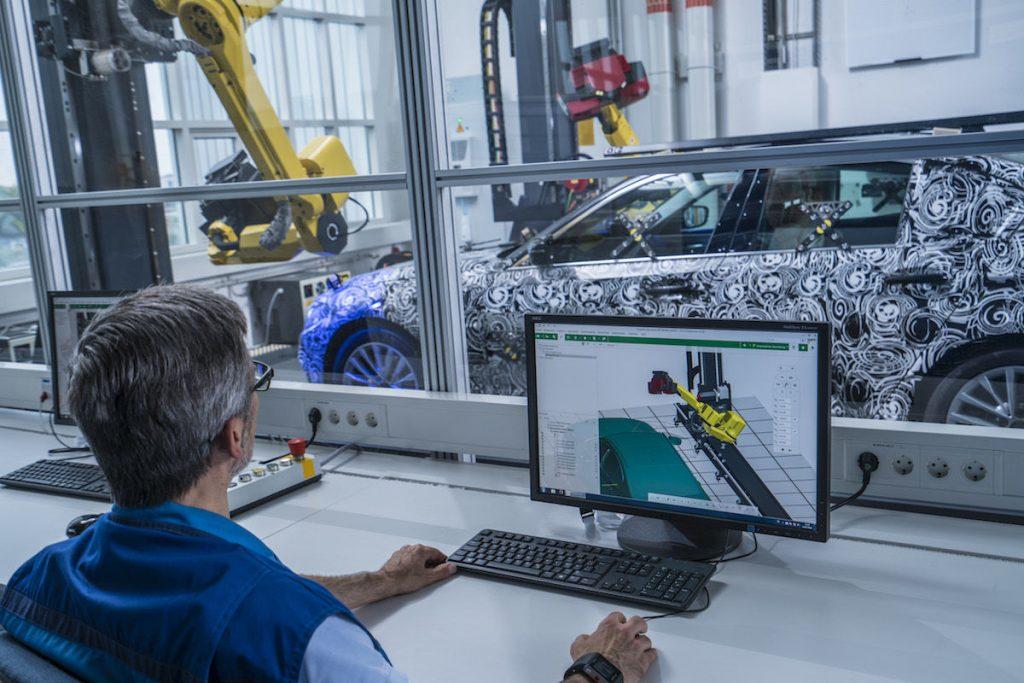 239832 1469769555 7f0835ac04b5410f73998286575c228a 1024x683 - BMW вводят компьютерную томографию автомобиля, а в Rolls-Royce запускают роботов в двигатель