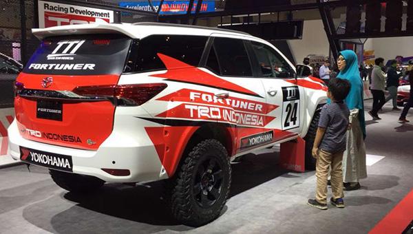 120818 37 - Компания Toyota представила новый «брутальный» внедорожник Fortuner с обвесом от TRD