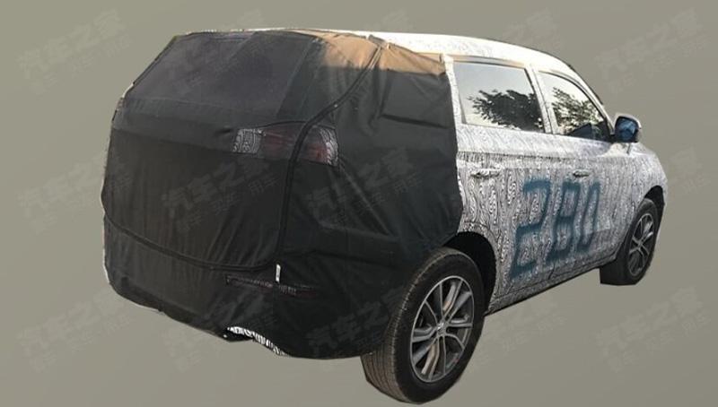 260918 31 1 - Geely Atlas нового поколения проходит завешающий тест-драйв (шпионские фото)
