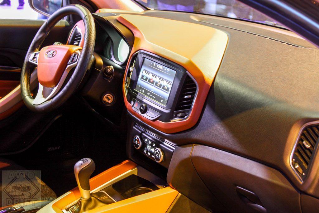 535353453 1024x683 - «АвтоВАЗ» объявил стоимость внедорожного Lada XRAY Cross