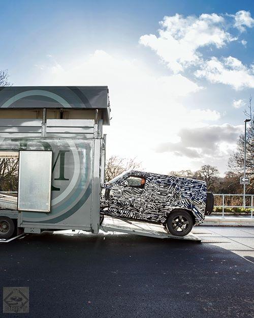 48372146 2253604324664494 2767035008320274432 n - Land Rover опубликовал тизер своего нового внедорожника Defender