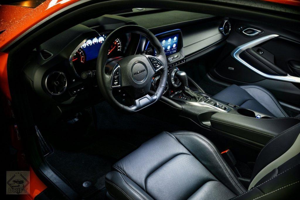 Chevrolet Camaro 5 interior 1024x682 - Обновлённый Chevrolet Camaro теперь доступен и в России