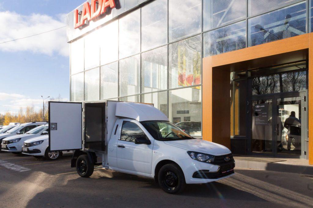 vislada granta furgon promtovarnyy foto 2 1024x683 - Стартовали продажи коммерческой версии Lada Granta