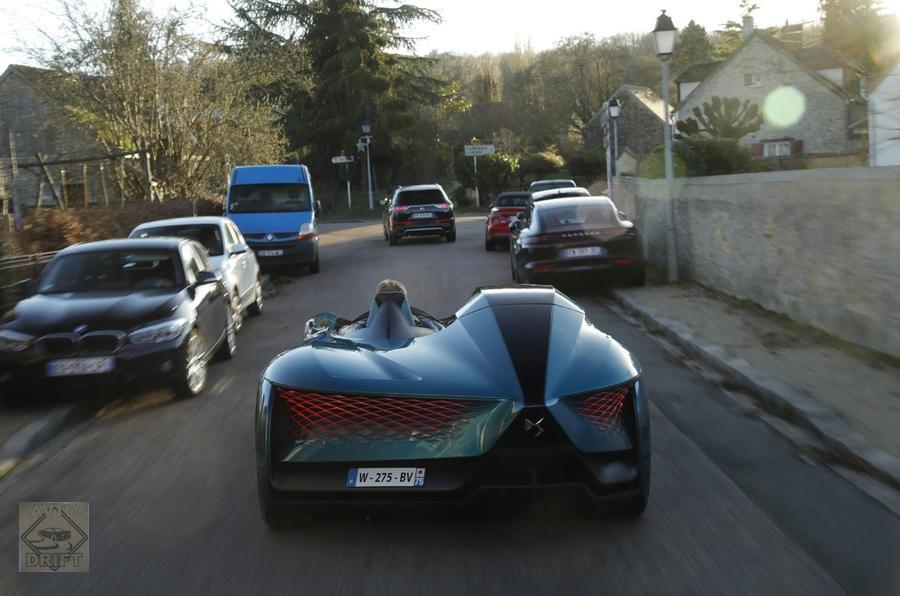 65642312 - Автомобиль будущего: Появились первые фотографии асимметричного автомобиля