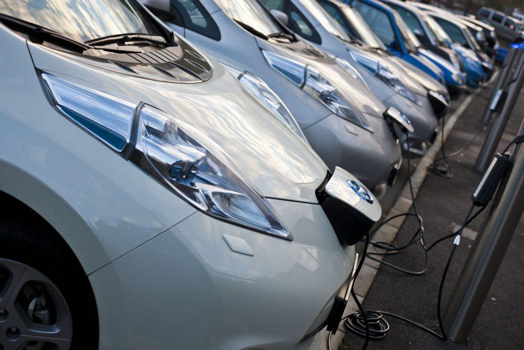 25635 1387982151 95002x832392 1024x683 - Парк электромобилей в России насчитывает менее четырёх тысяч машин