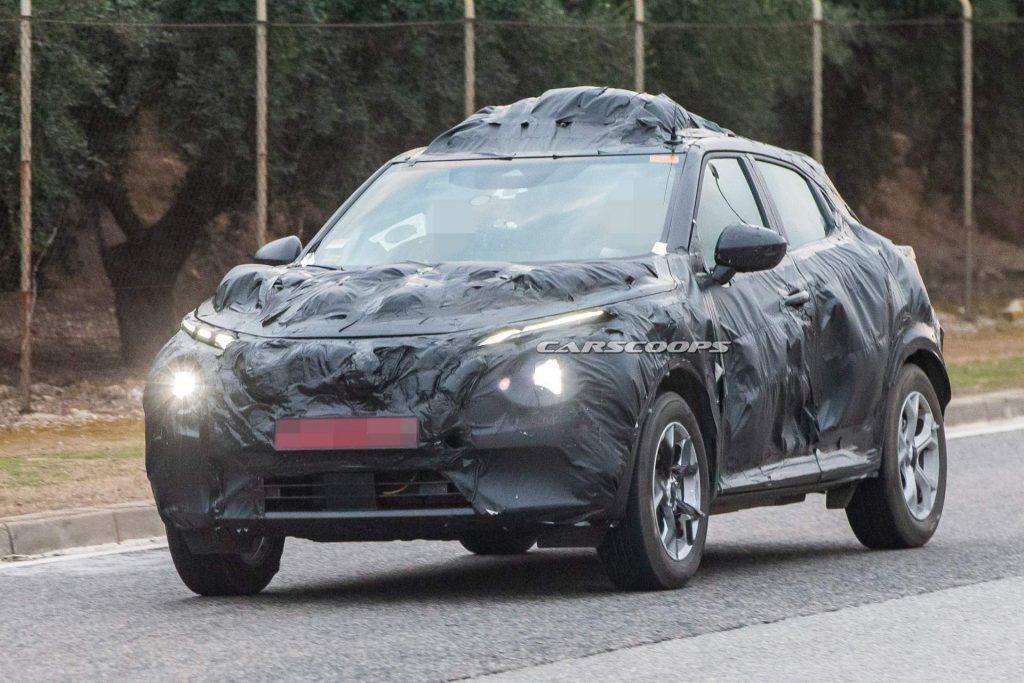 a51b6f4f 2020 nissan juke spy shots 1 1024x683 - Nissan Juke 2020 вновь запечатлели фотошпионы