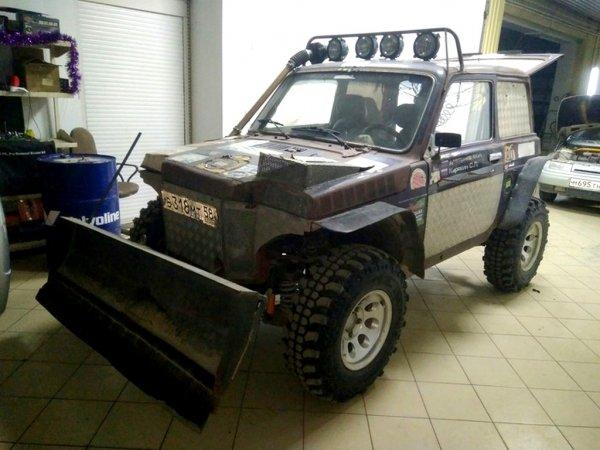 12388 - Очумелые ручки в действии: Умелец создал трактор на базе LADA 4x4