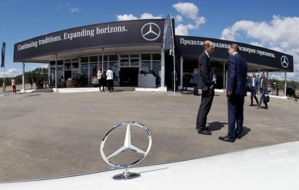 2017 06 20T140932Z 645967774 RC190DF47450 RTRMADP 3 RUSSIA DAIMLER FACTORY 1024x650 - Путин принял участие в открытие завода Mercedes-Benz в Подмосковье