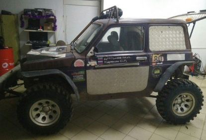 Bezymyannyj843 - Очумелые ручки в действии: Умелец создал трактор на базе LADA 4x4