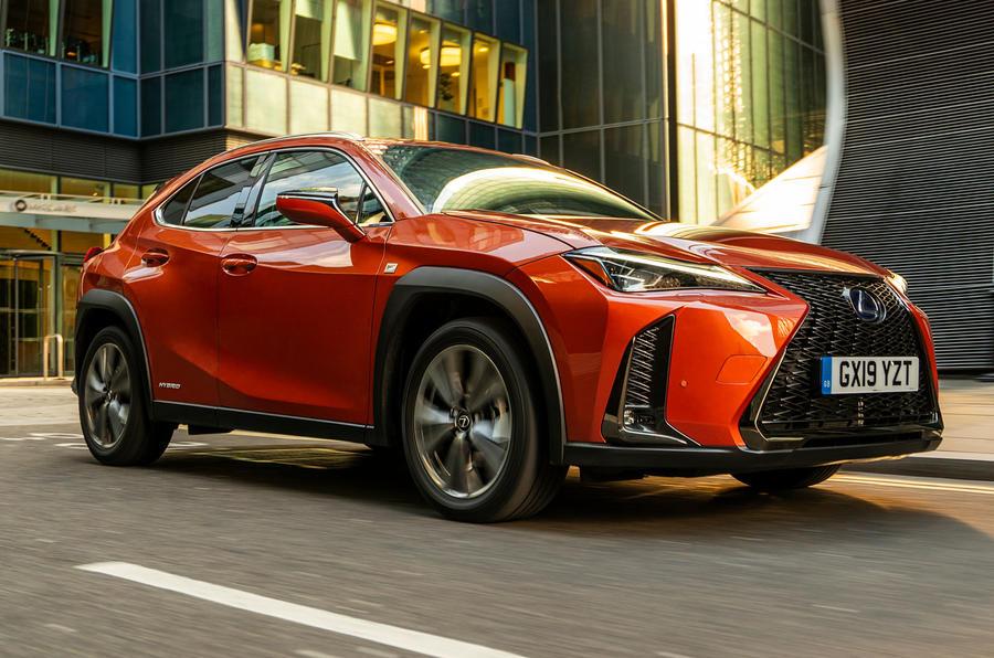 lexus ux dynamic 2 - Lexus собирается обновить свою «бюджетную» модель CT