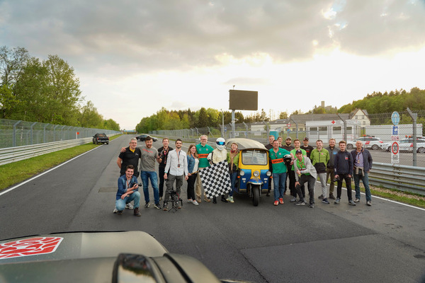 Team - На скоростной трассе Нюрбургринга побит скоростной антирекорд