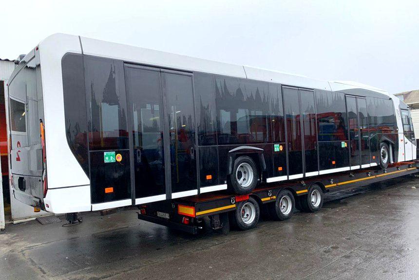 g1225 08 3 - Минский автомобильный завод забыл представить новый перронный автобус